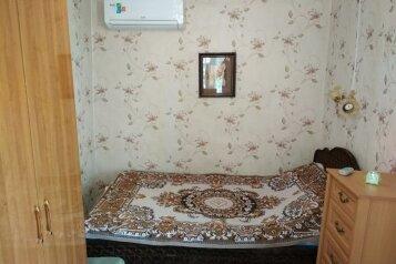 2-местный бюджетный номер 1:  Номер, Стандарт, 2-местный, 1-комнатный, Уютная мини-гостиница на Самбурова, улица Самбурова, 279 на 5 номеров - Фотография 2