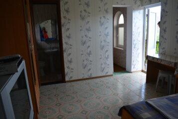 Уютный дворик на 6 номеров,100 метров от моря., улица Ленина, 6 на 6 номеров - Фотография 4