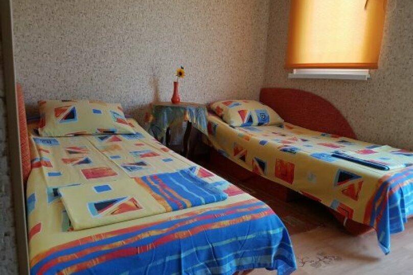 """Гостевой дом """"На 14 апреля 12"""", улица 14 апреля, 12 на 8 комнат - Фотография 42"""