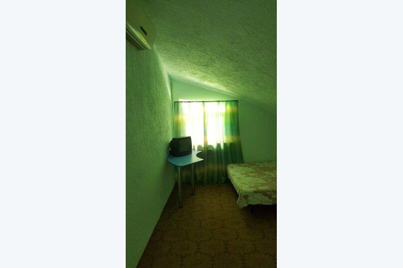 Трехместный эконом класса  с двумя кроватями, Правая щель , участок 65, Бетта - Фотография 1