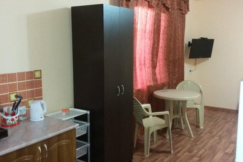 """Гостевой дом """"Солнечный"""", Таманская, 7 на 3 комнаты - Фотография 2"""