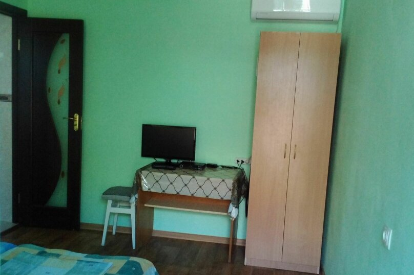 двухместный номер  на первом этаже с беседкой , улица Ленина, 6, Морское - Фотография 1