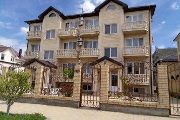 Гостиница в Витязево, Понтийская улица на 20 номеров - Фотография 1