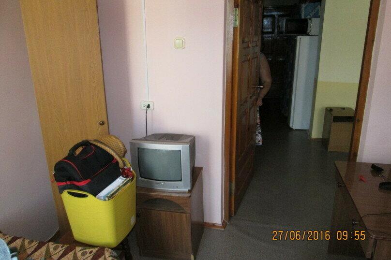 Гостевой дом Людмила, улица Горького, 37 на 9 комнат - Фотография 21