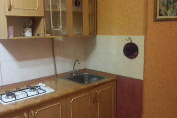 2-комн. квартира, 42 кв.м. на 5 человек, проспект Ленина, 19, Евпатория - Фотография 1