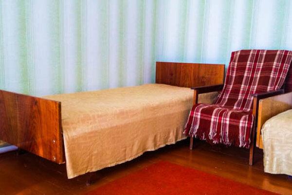 Просторные, светлые комнаты в большом доме у Евпатории. Есть место для авто, Спортивная улица, 1 на 6 номеров - Фотография 1