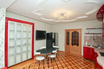 3-комн. квартира, 65 кв.м. на 6 человек, улица Григория Кукуевицкого, Сургут - Фотография 1