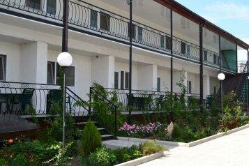 Гостевой дом, улица Мира, 26 на 18 номеров - Фотография 1