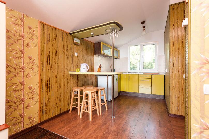 Комфортабельный видовой номер, 50 кв.м. на 4 человека, 1 спальня, шоссе свободы, 15 б, Алупка - Фотография 20