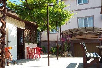 """Гостевой дом """"Любаша"""", Школьная улица, 39А на 10 комнат - Фотография 1"""