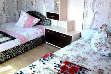 Сдаю скромный коттедж на 4-5 чел., 4 кв.м. на 5 человек, 2 спальни, улица Стамова, Феодосия - Фотография 1