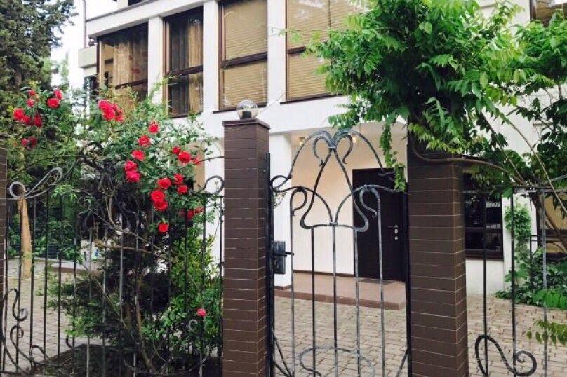Гостевой дом , 300 кв.м. на 14 человек, 4 спальни, Янтарная, 22а, Ялта - Фотография 1