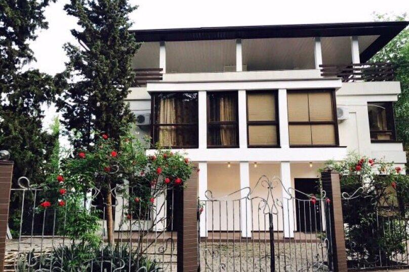 Гостевой дом , 300 кв.м. на 14 человек, 4 спальни, Янтарная, 22а, Ялта - Фотография 2