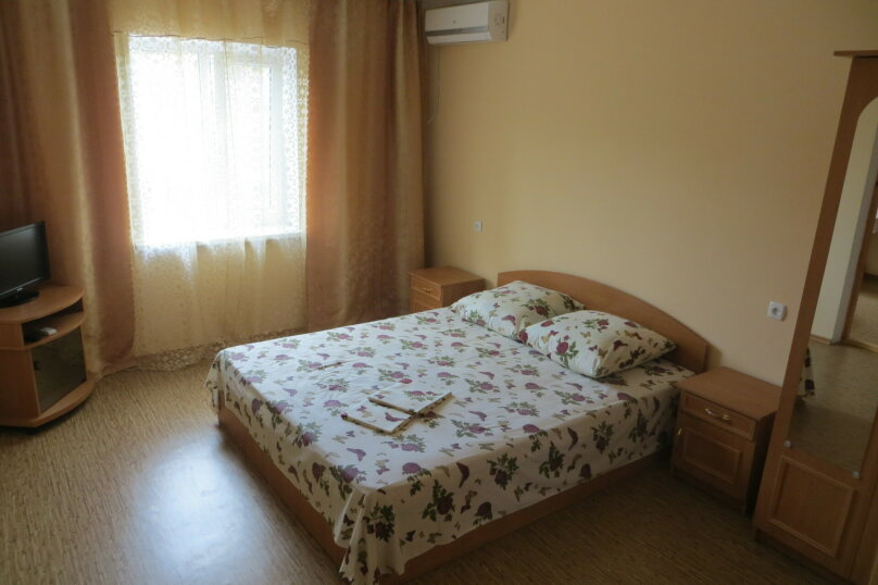 """Жилой дом с комнатами  """"На Бирюзова 37"""", улица Бирюзова, 37 на 6 комнат - Фотография 2"""