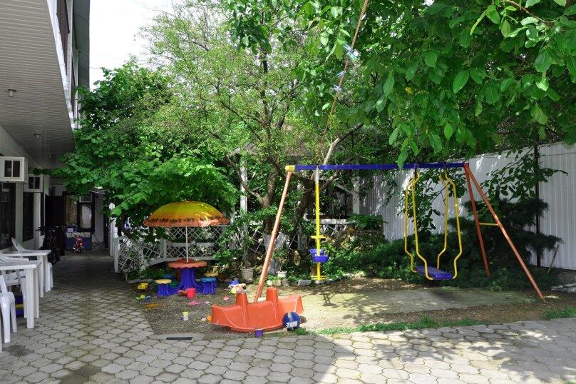 "Комнаты для отпуска ""Кипарис"", улица Мира, 26Б на 10 комнат - Фотография 3"