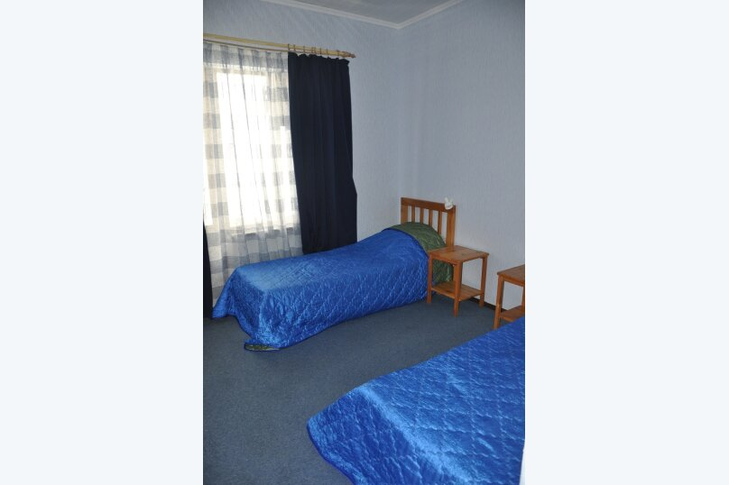 "Комнаты для отпуска ""Кипарис"", улица Мира, 26Б на 10 комнат - Фотография 12"