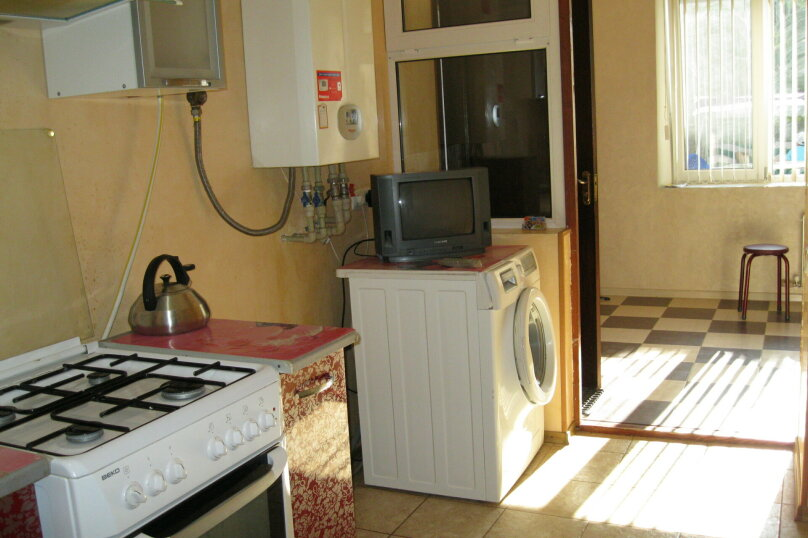 Двухкомнатный дом со двором, 80 кв.м. на 6 человек, 3 спальни, улица Шмидта, 22, Евпатория - Фотография 11