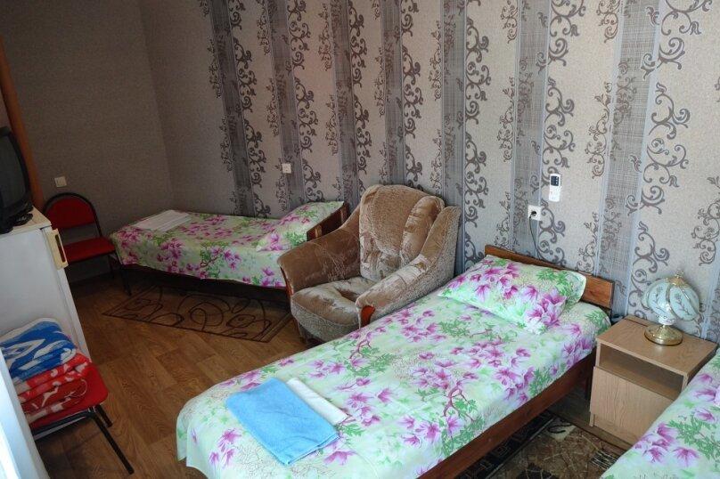 Номер на 3 на втором этаже с допместом, Тургеневский проезд, 5, Анапа - Фотография 1