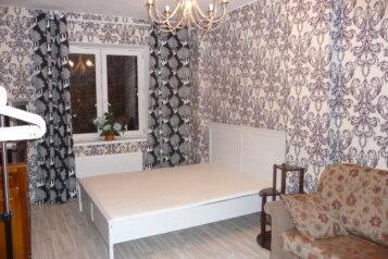 3-комн. квартира, 70 кв.м. на 11 человек, проспект Большевиков, Санкт-Петербург - Фотография 1