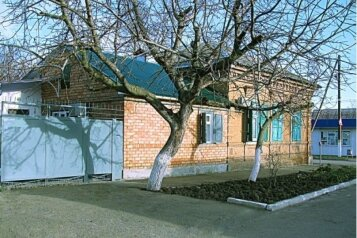 Дом 59 м² на участке 3 сот., 59 кв.м. на 10 человек, 2 спальни, Шевченко, 131, Ейск - Фотография 1