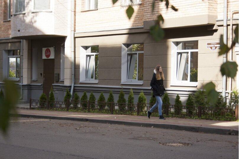 "Хостел ""На Космонавта Комарова 37"", улица Космонавта Комарова, 37 на 4 номера - Фотография 1"