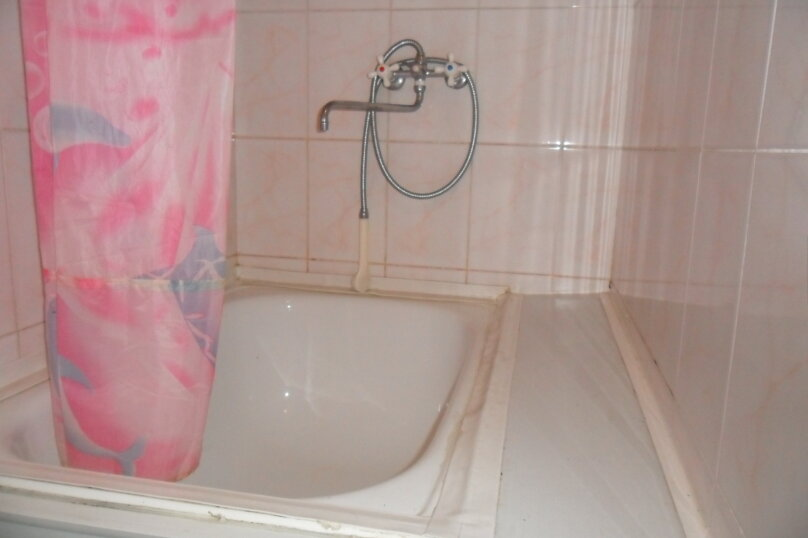 Комнаты для летнего отдыха с удобствами, улица Тургенева, 261 А/2 на 4 комнаты - Фотография 21