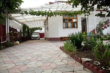 Гостевой дом, улица Островского на 5 номеров - Фотография 1