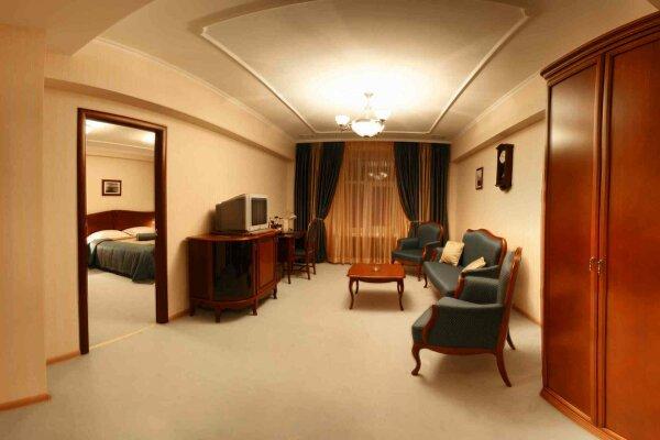 Отель, улица Куйбышева, 49 на 25 номеров - Фотография 1