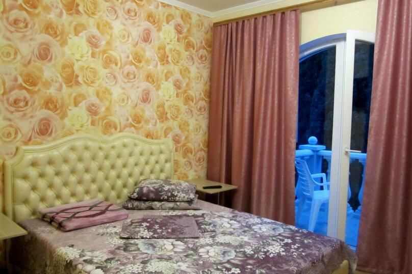 Отдельная комната, улица Ленина, 32А, Алушта - Фотография 1