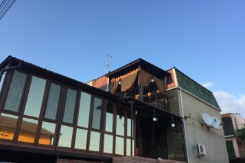 Гостевой дом, улица Партизана Сысоева, 2 на 3 номера - Фотография 1