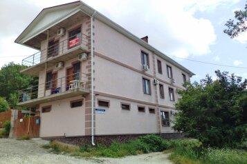 Гостевой дом, пер. Джанхотский на 15 номеров - Фотография 1