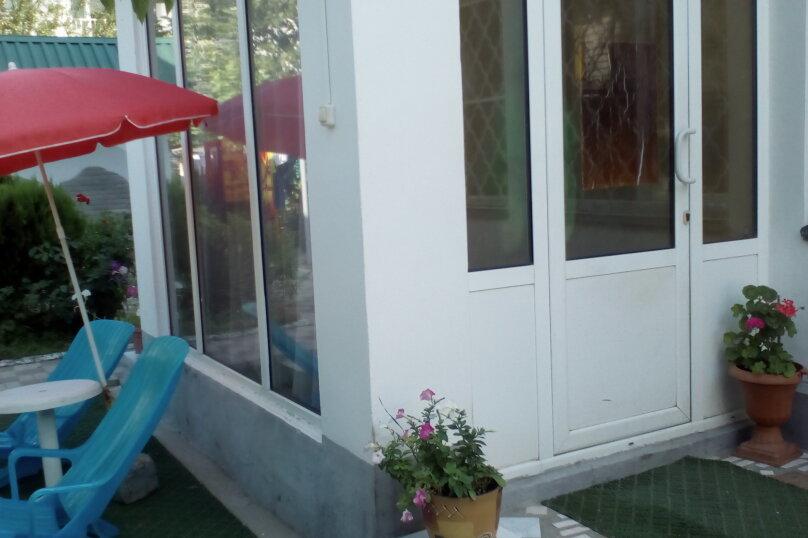 Гостевой дом Людмила, улица Горького, 37 на 9 комнат - Фотография 14