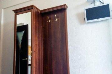 Люкс:  Номер, 4-местный (2 основных + 2 доп), 2-комнатный, Мини-отель, улица Баранова на 14 номеров - Фотография 3