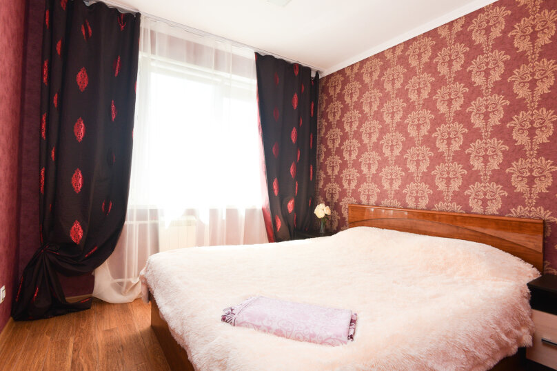 2-комн. квартира, 42 кв.м. на 6 человек, улица Академика Бардина, 38, Екатеринбург - Фотография 1