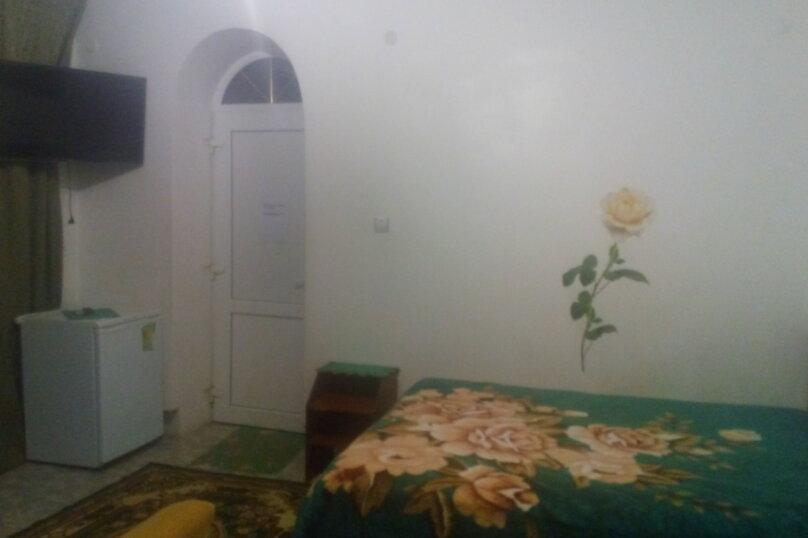 Большой  двухкомнатный номер на 1-ом этаже, улица Ленина, 9, Морское - Фотография 1