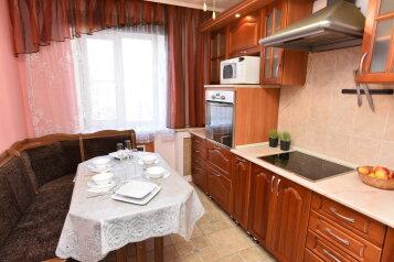 3-комн. квартира, 67 кв.м. на 8 человек, улица Сурикова, 2, Екатеринбург - Фотография 2