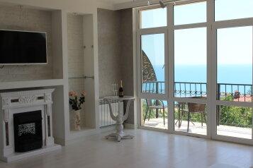 Гостевой дом с  террасой, видом на море в тихом районе, улица Мориса Тореза на 3 номера - Фотография 1