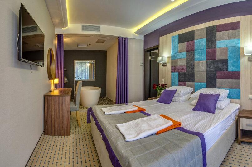 Люкс с ванной в спальне, улица Голицына, 7, Судак - Фотография 1