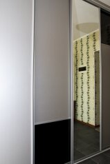 1-комн. квартира, 40 кв.м. на 3 человека, улица Маршала Жукова, Центральный округ, Омск - Фотография 3