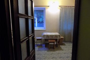 2-хкомнат номер в 10 метрах от моря с видом на море, 60 кв.м. на 4 человека, 2 спальни, Ленина , 35б 7, Алупка - Фотография 2