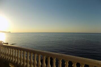 2-хкомнат номер в 10 метрах от моря с видом на море, 60 кв.м. на 4 человека, 2 спальни, Ленина , 35б 7, Алупка - Фотография 1