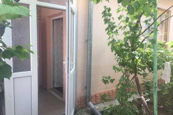 Дом на 4 человека со своим санузлом и общей кухней  на 4 человека, 1 спальня, улица 13 Ноября, Евпатория - Фотография 2