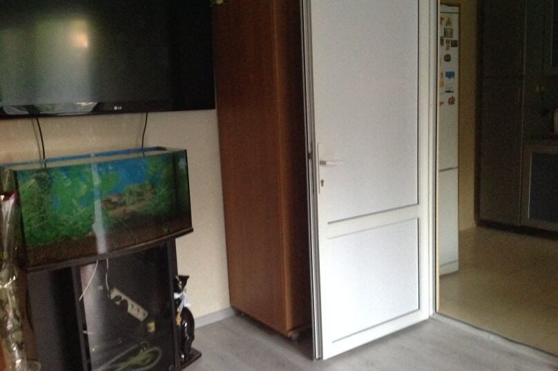 3-комн. квартира, 76 кв.м. на 7 человек, улица Кошевого, 17, Дивноморское - Фотография 2