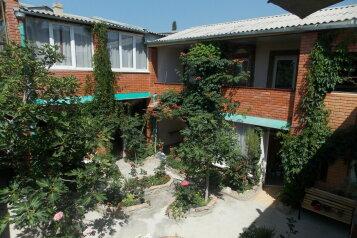 Гостевой дом в округе Судак, улица Ленина на 9 номеров - Фотография 1