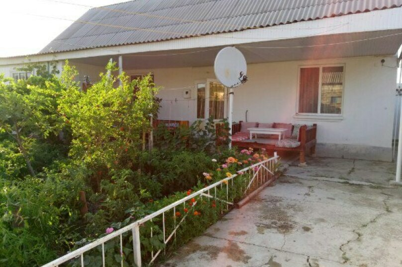 Дом, 100 кв.м. на 10 человек, улица Джами, 25, Судак - Фотография 1