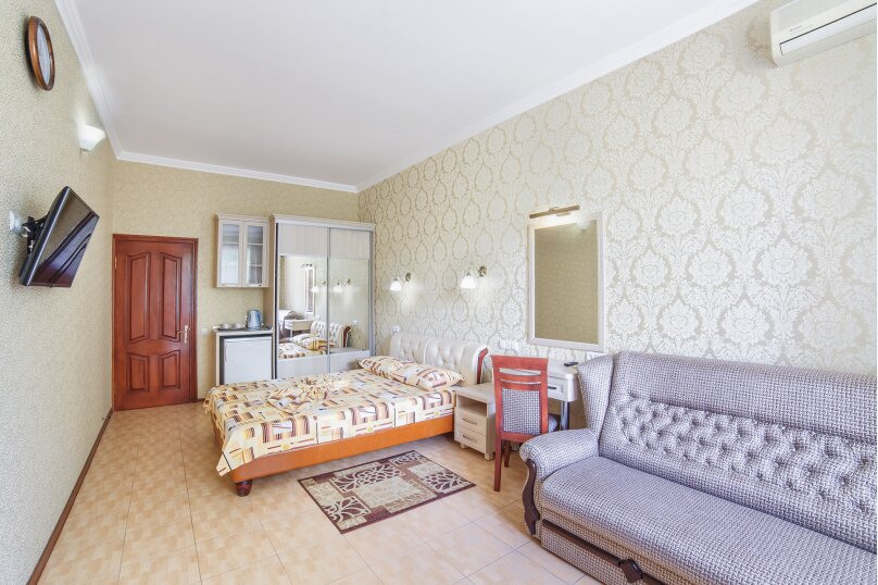 Люкс 2х комнатный  с раздельными комнатами, Октябрьская улица, 14, Алушта - Фотография 1