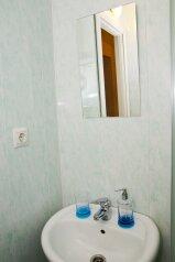 2-комн. квартира, 50 кв.м. на 5 человек, улица Котовского, 16, Омск - Фотография 2
