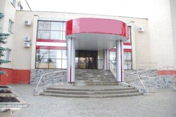 Гостиница , улица имени Маршала Малиновского на 109 номеров - Фотография 1