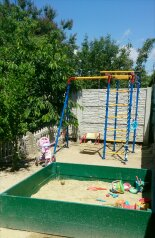 Небольшой летний 2-к.домик, р-н Золотого пляжа , 30 кв.м. на 4 человека, 2 спальни, улица Дружбы, 105, Феодосия - Фотография 1