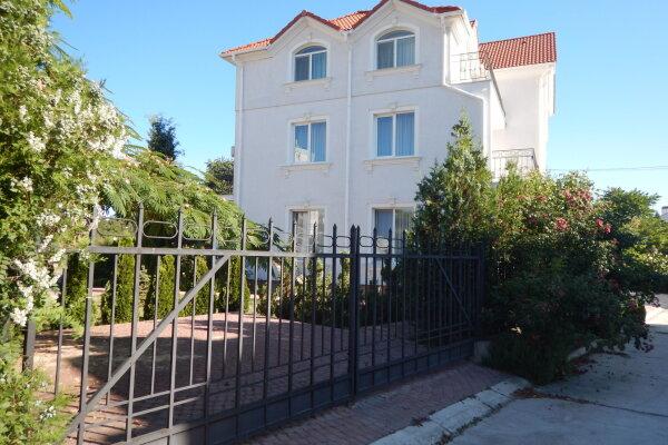 Гостевой дом у моря, улица Ефремова, 23Б на 6 номеров - Фотография 1